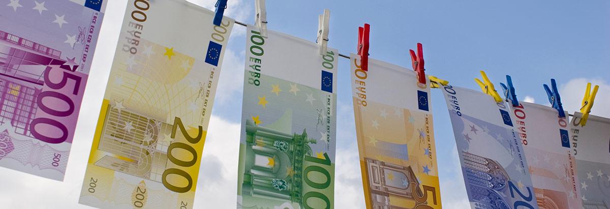Euroscheine auf der Leine